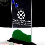 ساخت و تولید تندیس ارزان شیشه ای با لوگو سازمان اتحادیه صنایع هوایی و فضایی ایران